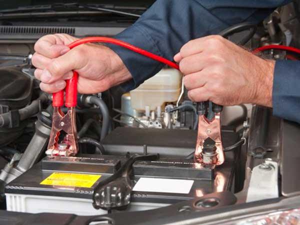 Cambio-batteria-auto-correggio